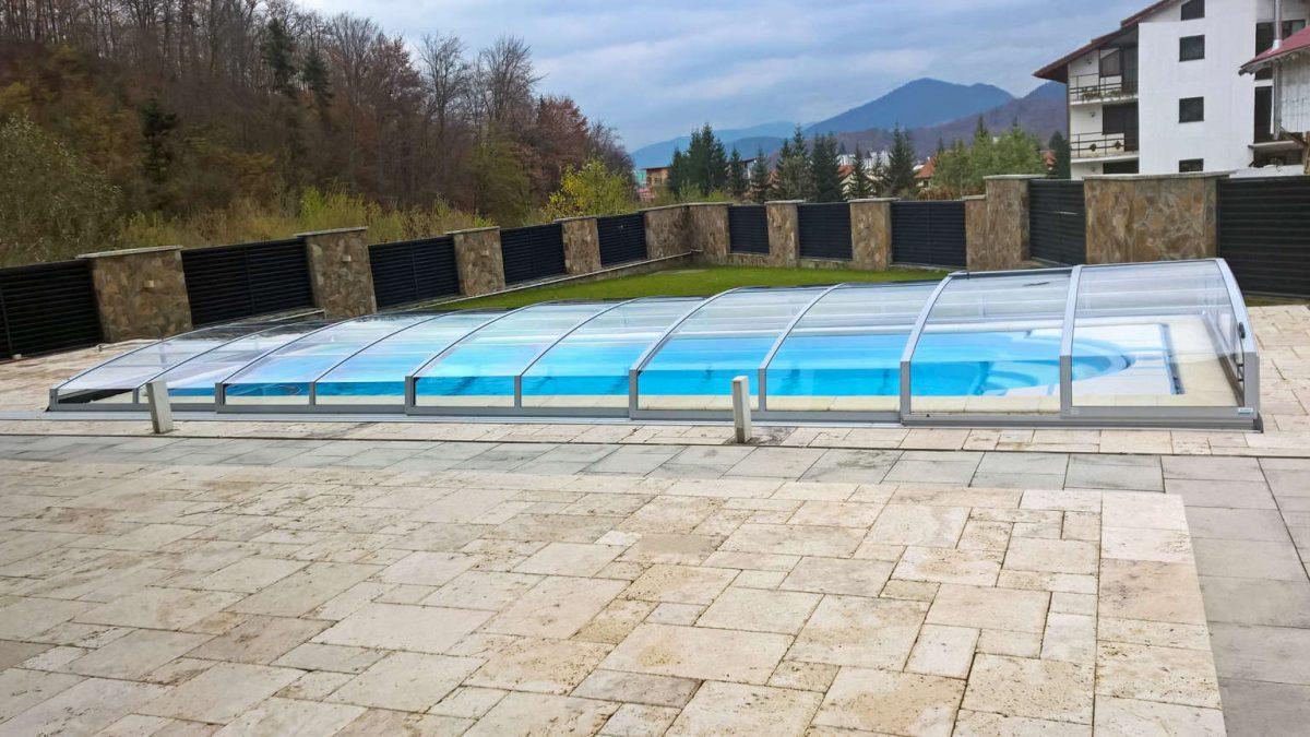 Izgled in odpiranje in zapiranje nizke strehe – kupole za bazen – model Corona