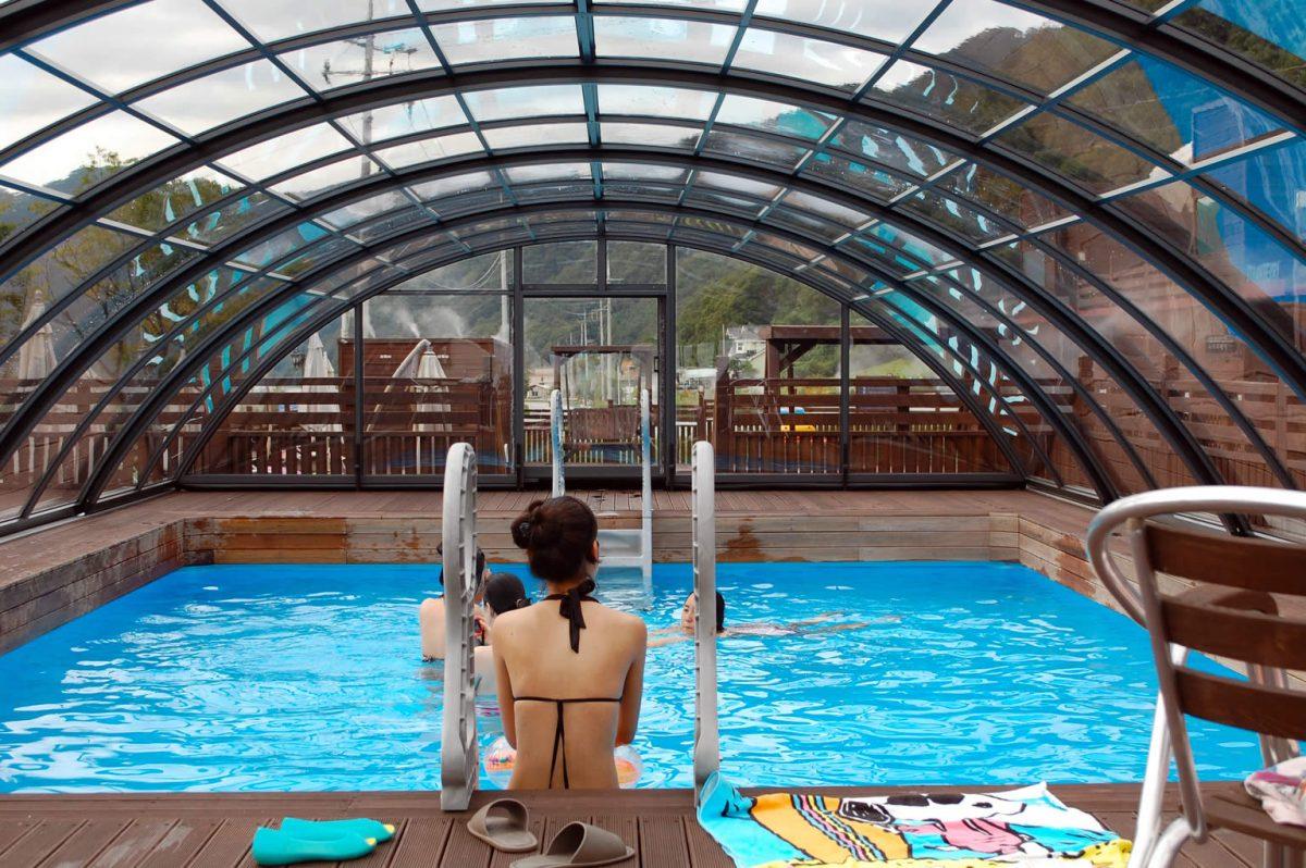 Montaža srednje visoke strehe za bazen v Ljubljani – sistem NEO